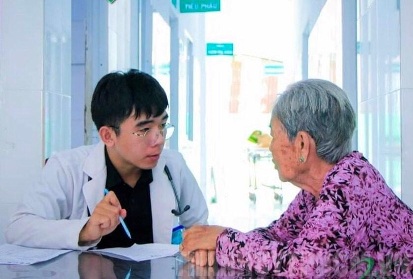 """Ngành Y tế TPHCM phát động """"Tháng Công nhân"""""""