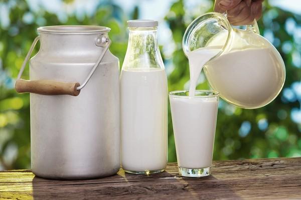 Giá sữa bột nguyên kem thế giới tiếp tục xu hướng tăng cao