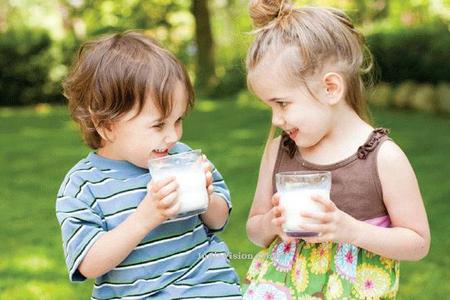 Những điều cần lưu ý khi cho bé uống sữa